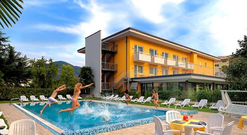 Hotel Campagnola Riva Del Garda Gardasee Hotel