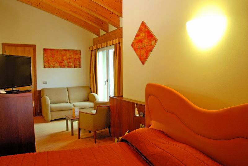 hotel color hotel style and design bardolino gardasee. Black Bedroom Furniture Sets. Home Design Ideas