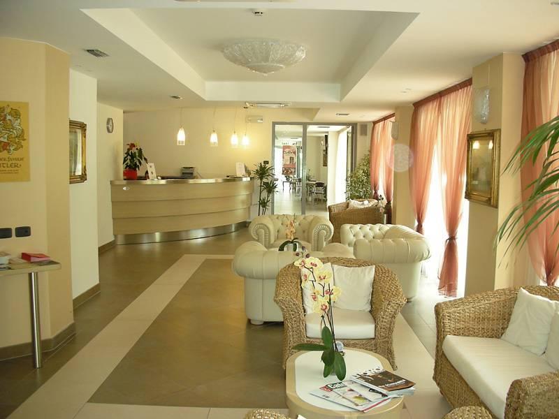 hotel oasi riva del garda gardasee hotel oasi riva del. Black Bedroom Furniture Sets. Home Design Ideas