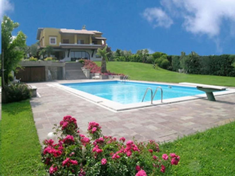 Immobili del lago di garda compra e vendi casa sul garda for Case affitto savignone