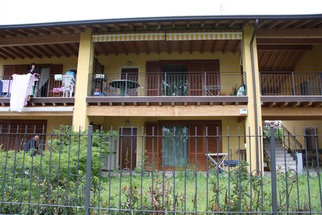 immobilien des gardasees zu vermieten reihenhaus sirmione af2681. Black Bedroom Furniture Sets. Home Design Ideas