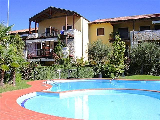 Immobilien des gardasees verkauf wohnung costermano for Pool verkauf