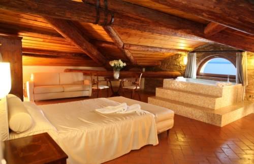 Hotel classique 3 stelle lazise lago di garda for Costo aggiuntivo per suite suocera