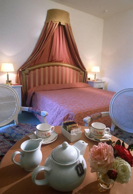 Hotel Quattro Stagioni 3 Stelle Bardolino Lago Di Garda