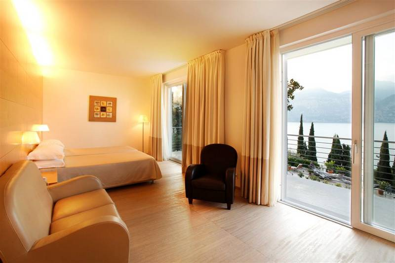 hotel bellevue san lorenzo malcesine lake garda hotel bellevue san lorenzo malcesine 4 stars. Black Bedroom Furniture Sets. Home Design Ideas