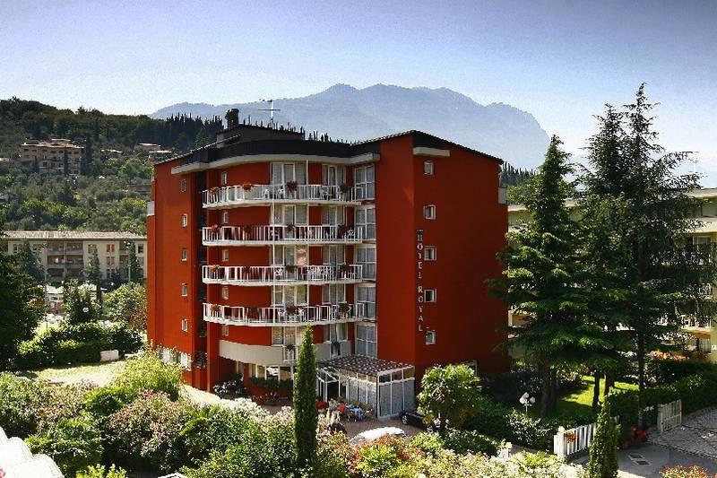 Hotel royal riva del garda lake garda hotel royal riva del garda 4 stars - Hotel giardino riva del garda ...