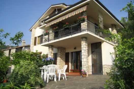 Bed and breakfast 2 leoni torri del benaco lago di garda for Bed and breakfast area riservata